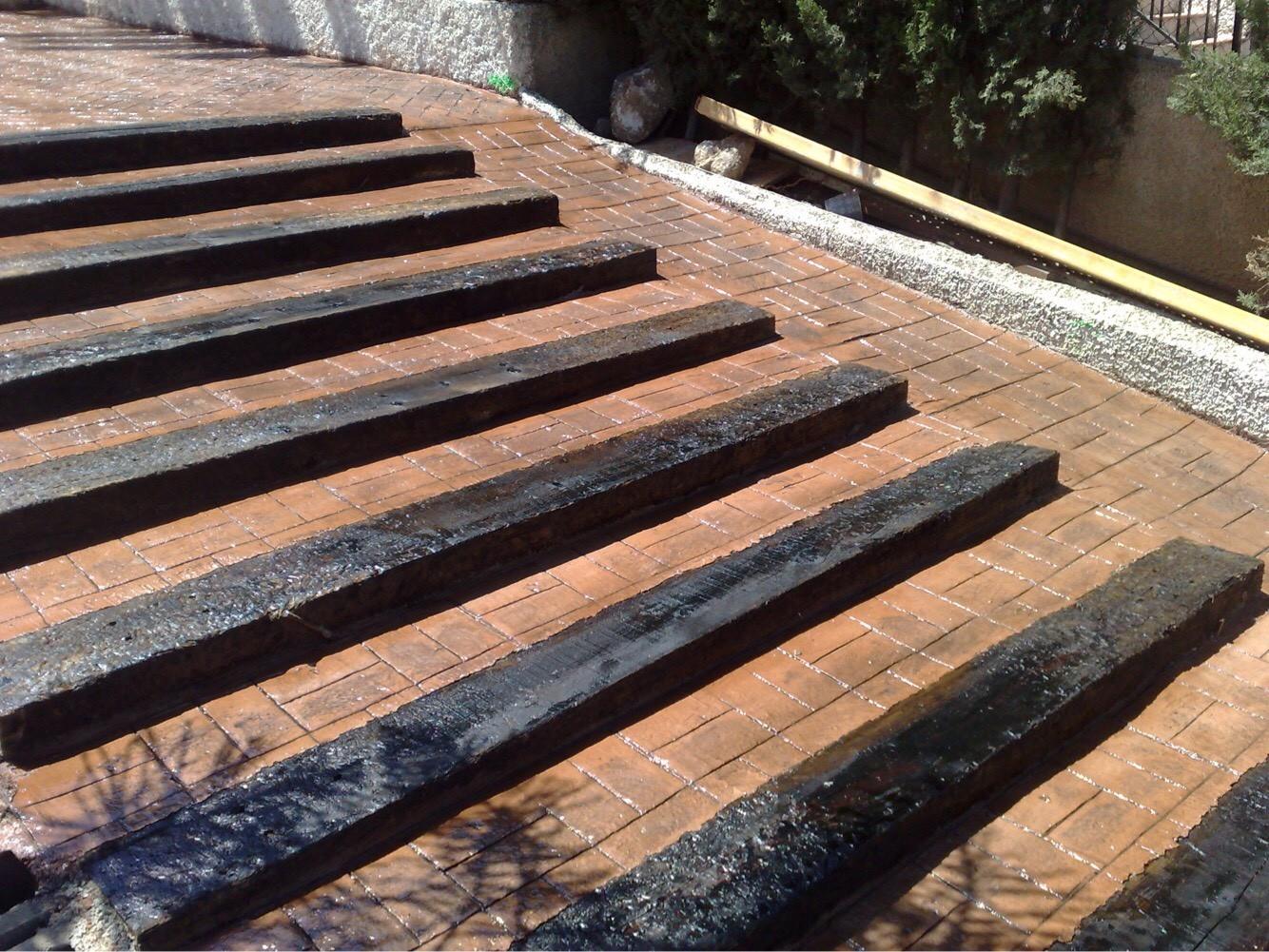Hormigón impreso escalones madera