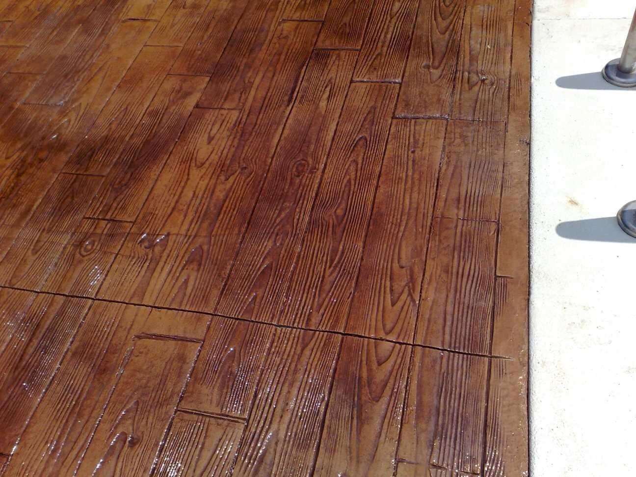 Hormigón impreso efecto madera en Lliria