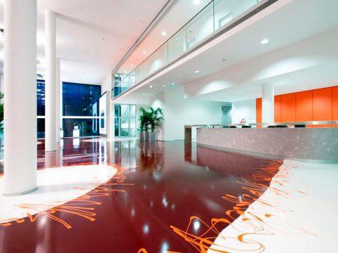 Oficinas grandes con suelo resina epoxi